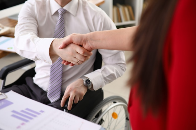 Anpassung von menschen mit behinderungen an ein gesellschaftskonzept