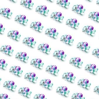 Ansammlung diamantmuster getrennt auf weißem hintergrund