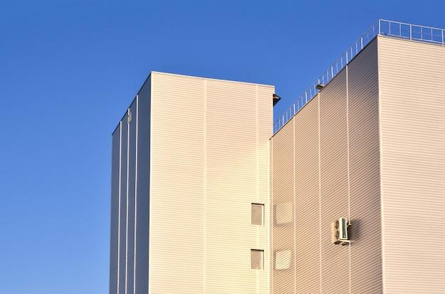 Anschluss an industrielles hochhaus