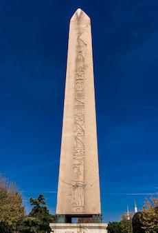 Ansicht am alten ägyptischen obelisken von theodosius in istanbul, türkei