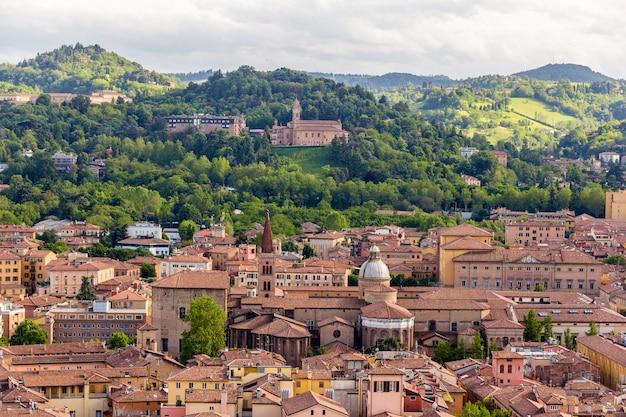 Ansicht der basilika san domenico in bologna
