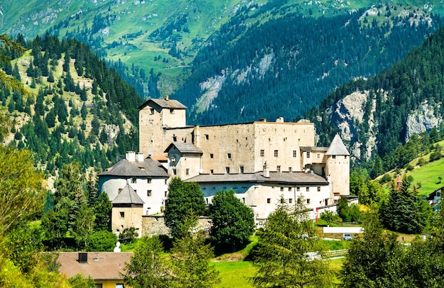 Ansicht der burg naudersberg in nauders - tirol, österreich