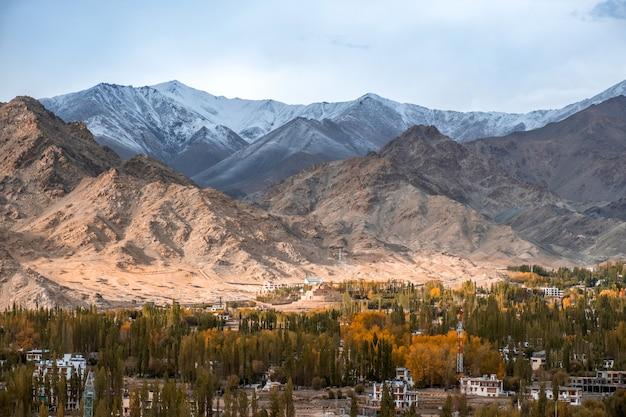 Ansicht der landschaft in leh ladakh district, nordteil von indien
