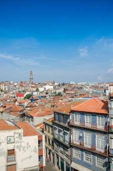 Ansicht der porto-stadt am sommertag