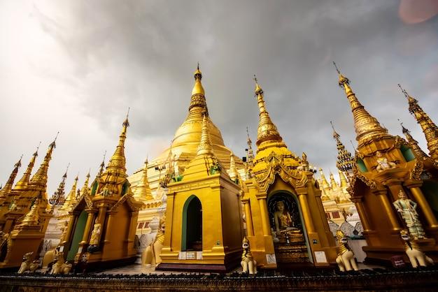 Ansicht der shwedagon-pagode schön in yangon, myanmar