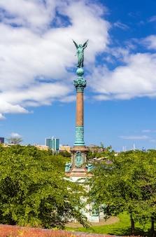 Ansicht der statue des engels des friedens in kopenhagen
