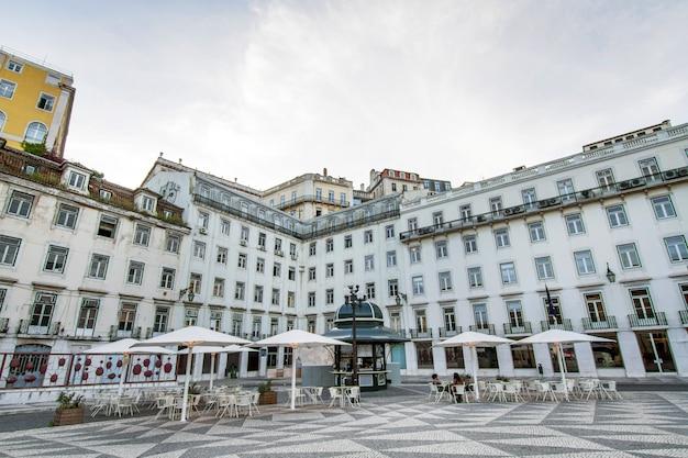 Ansicht der typischen gebäudearchitektur von lissabon, portugal.
