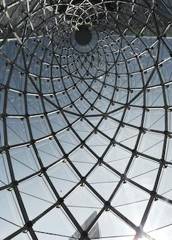Ansicht des abstrakten Glasfensterwurms