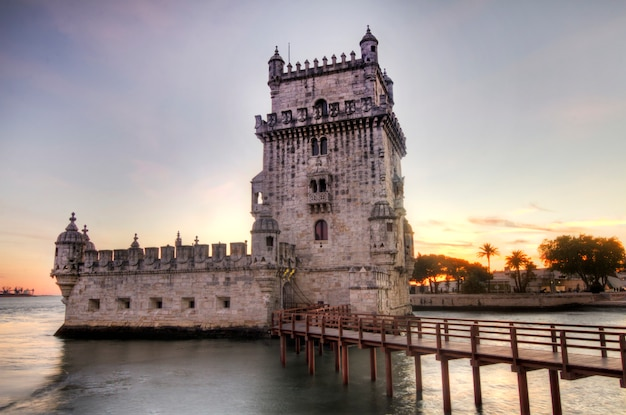 Ansicht des historischen wahrzeichens, turm von belem, gelegen in lissabon, portugal.