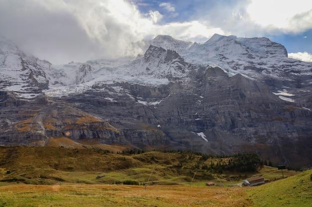 Ansicht des landschaftsberges in der natur und in der umwelt bei schweizer