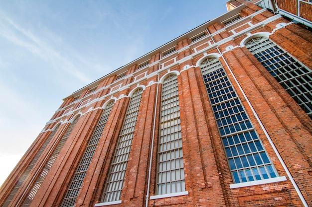 Ansicht des wunderbaren museums des elektrizitätsgebäudedetails gelegen in lissabon, portugal.