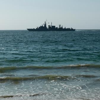 Ansicht eines schiffs im südpazifischen ozean, vina del mar, chile