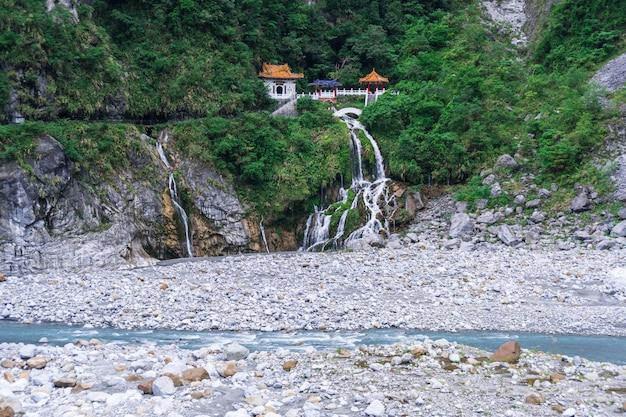 Ansicht in taroko-schlucht, taroko-nationalpark, changchun-tempel, hualien, taiwan