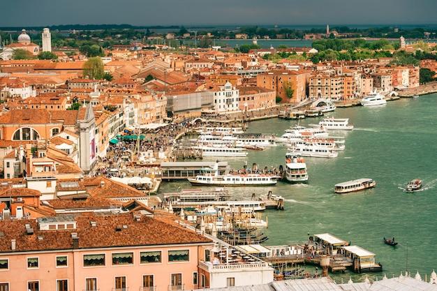 Ansicht in venedig, italien, mit stürmischem himmel, von oben.