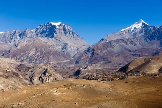 Ansicht über das jharkot-dorf im unteren mustang, nepal