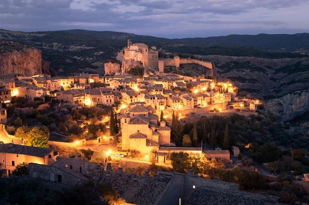 Ansicht von alquezar eine der schönsten städte des landes in der provinz huesca, aragonien, spanien.