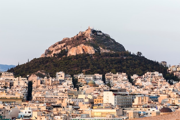Ansicht von athen und berg lycabettus bei sonnenaufgang, griechenland