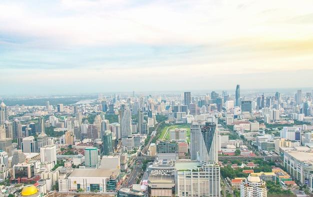Ansicht von bangkok-großstadt vom hohen winkel