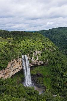 Ansicht von caracol-wasserfall, canela-stadt, rio grande do sul, brasilien