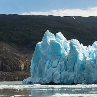 Ansicht von eisbergen im see, grauer gletscher, grey see, nationalpark torres del paine, patagonia, chile