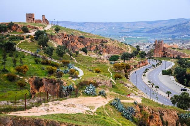 Ansicht von fez city vom standpunkt am abend