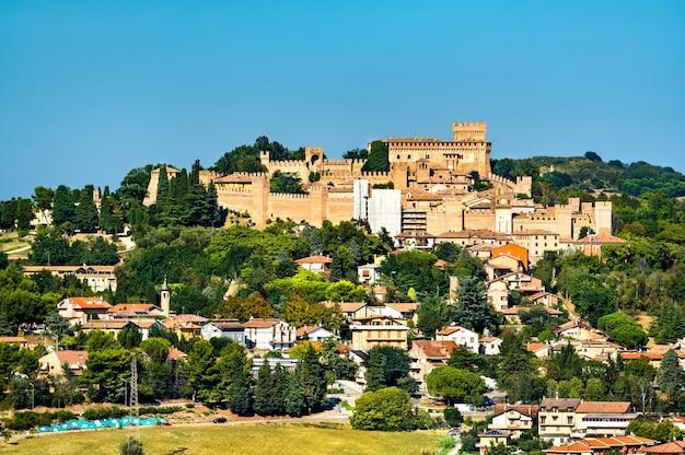 Ansicht von gradara mit seiner burg in marken, italien
