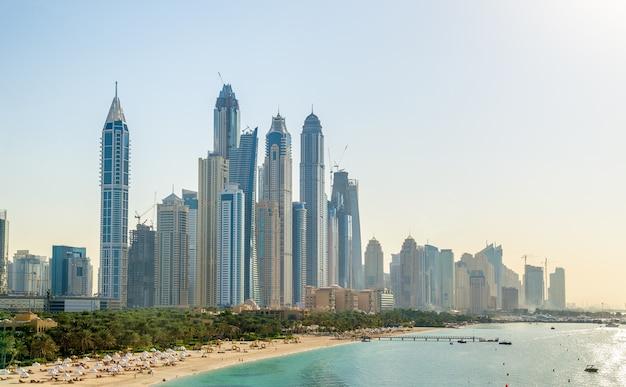 Ansicht von jumeirah bezirk in dubai, vereinigte arabische emirate
