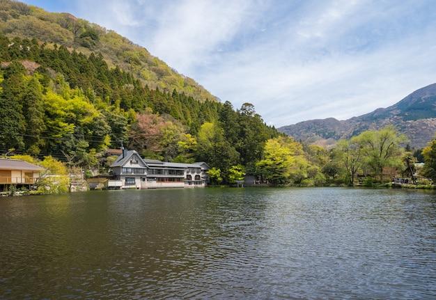 Ansicht von kinrinko see in yufu, japan