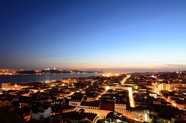 Ansicht von lissabon bei sonnenuntergang.