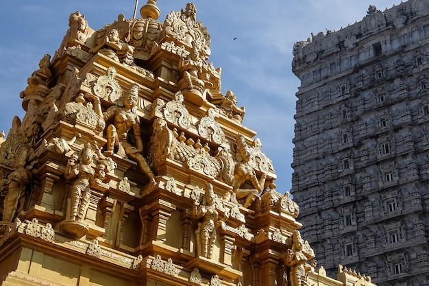 Ansicht von murudeshvarava devasthana raja gopura murdeshwar karnataka indien
