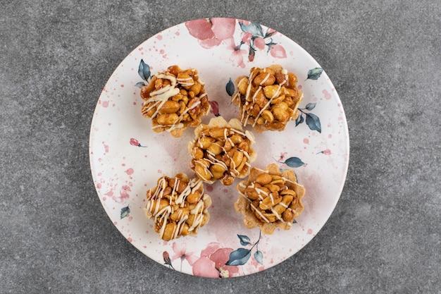 Ansicht von oben. nahaufnahme von frischen hausgemachten keksen