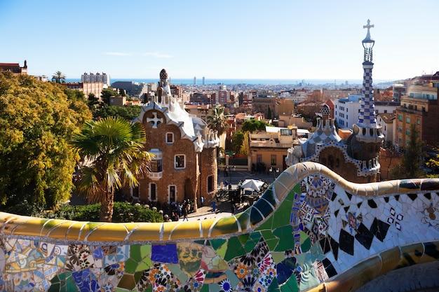 Ansicht von park guell im winter. barcelona