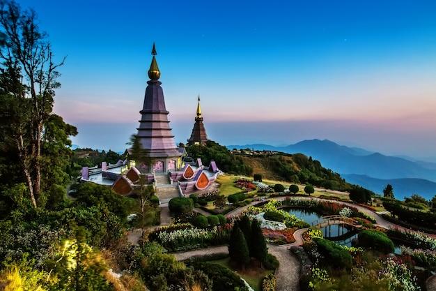 Ansicht von phra maha dhatu nabhamethanidol und nabhapolbhumisiri bei doi inthanon, chiangmai,
