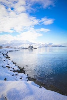 Ansicht von schönem ushuaia im winter.