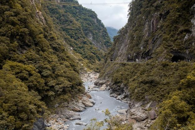 Ansicht von taroko in der nationalparklandschaft des herbstes bei hualien, taiwan.