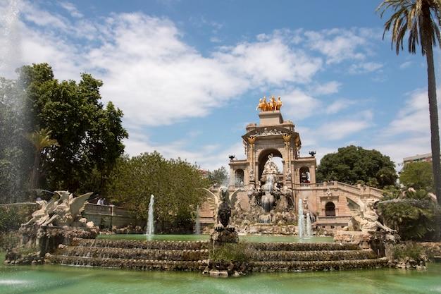 Ansichten vom schönen zitadellen-park (parc de la ciutadella) gelegen in barcelona, spanien.