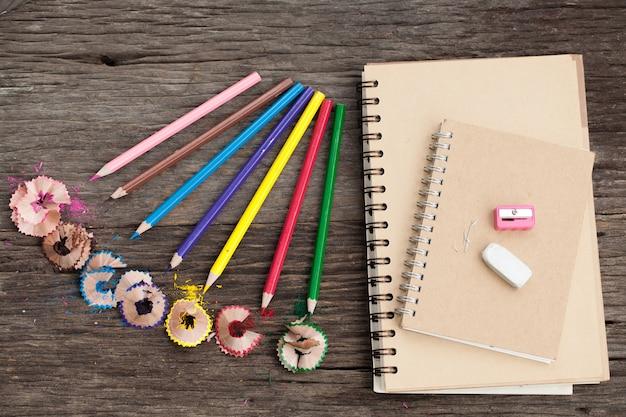 Anspitzer und notizbücher