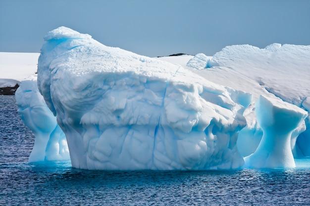 Antarktische eisberglandschaft