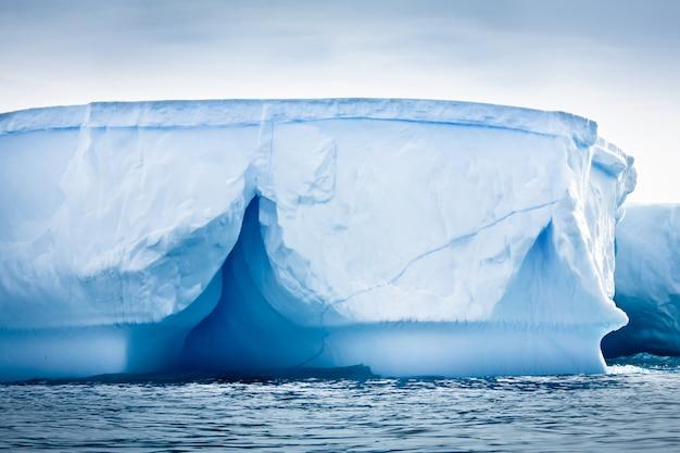 Antarktischer eisberg