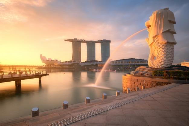 Antenne von singapur-skylinen am morgen
