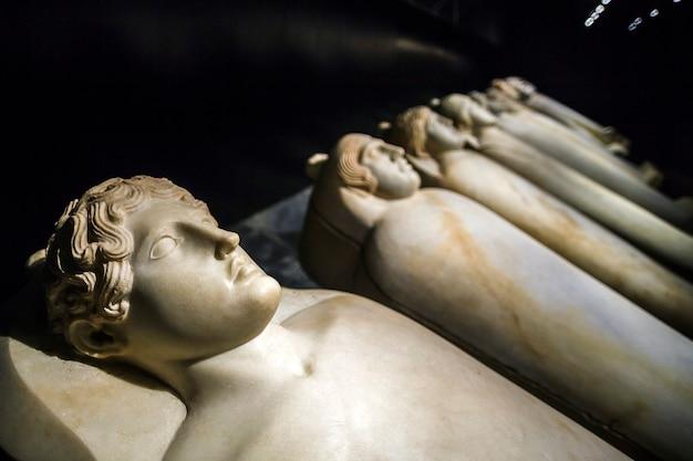 Anthropoide sarkophage aus saida, v. jahrhundert v. chr. e. libanon, beirut.