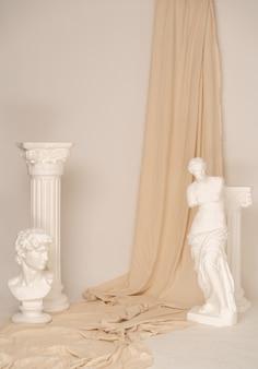 Antike dekoration mit griechischen skulpturen