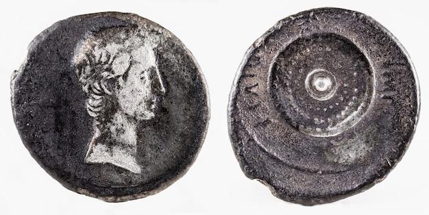 Antike römische silberdenar-münze des kaisers augustus.