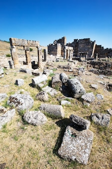 Antike ruinen in hierapolis, pamukkale, türkei.