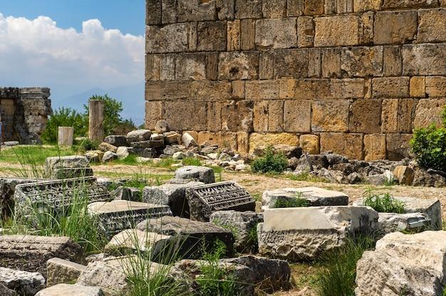 Antike ruinen von hierapolis in pamukkale, türkei