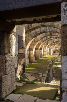 Antike stadt smyrna agora. izmir, türkei. smyrna war eine griechische stadt an der ägäischen küste anatoliens.