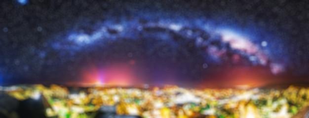 Antike stadt und burg von uchisar gruben berge, kappadokien bei nacht, türkei