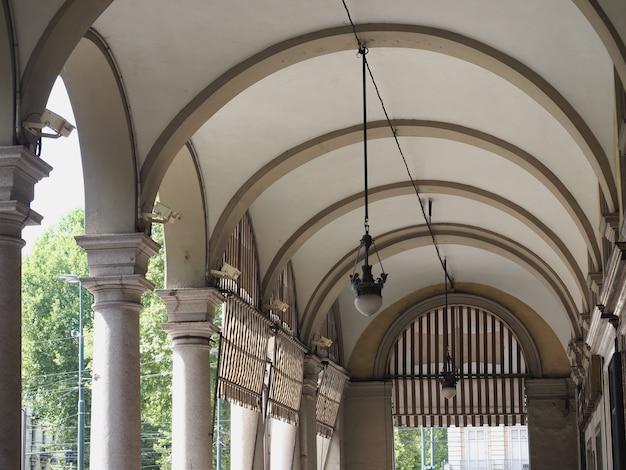 Antike veranda mit gewölbedecke