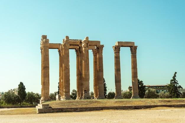 Antiker griechischer tempel des gottes zeus in athen