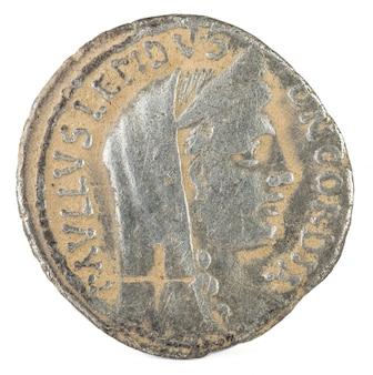 Antiker römischer silberdenar der familie aemilia.